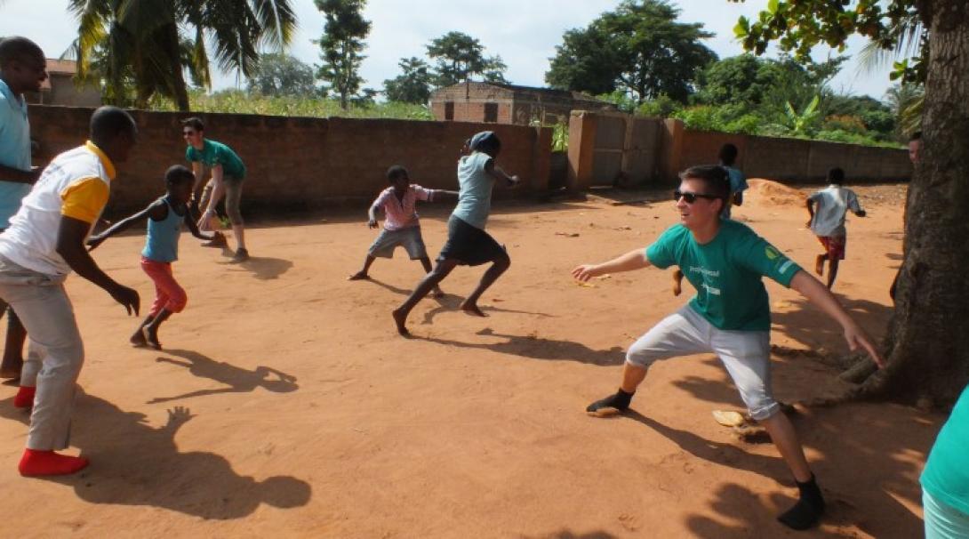 Faire du sport avec des enfants au Togo